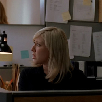 Confused Assistant (Tina Kapousis) in Entourage