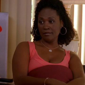 Kelly's Mom (Deborah Lacey) in Entourage