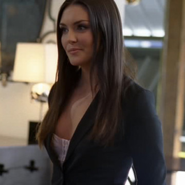 Skull Auction Girl (Taylor Cole) in Entourage